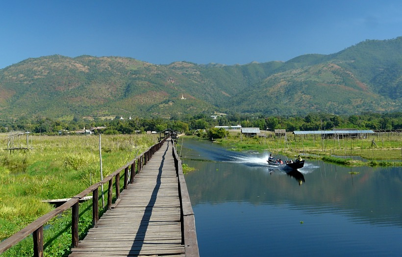Inle Lake walkway, Maing Thauk